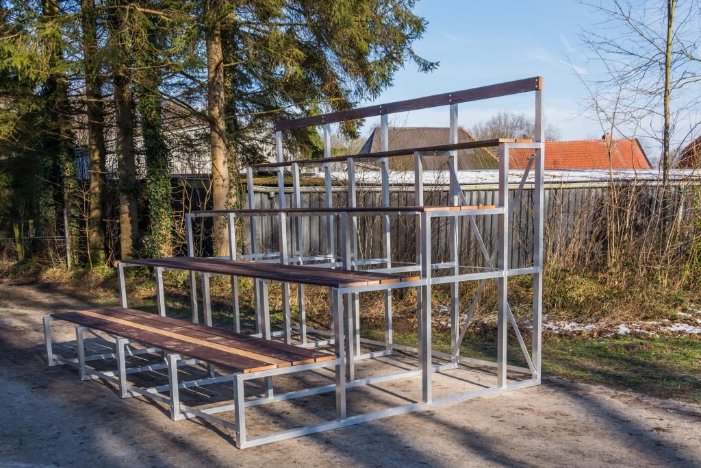 zij aanzicht tribune 1 deel 4.00 meter = 32 zitplaatsen-0039_resize